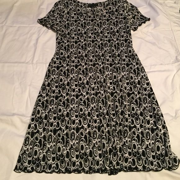 Dress Black and white swirl dress. Slight shoulder pads (removable). Lightweight, cool, and comfortable. Machine wash. Connected Apparel Dresses