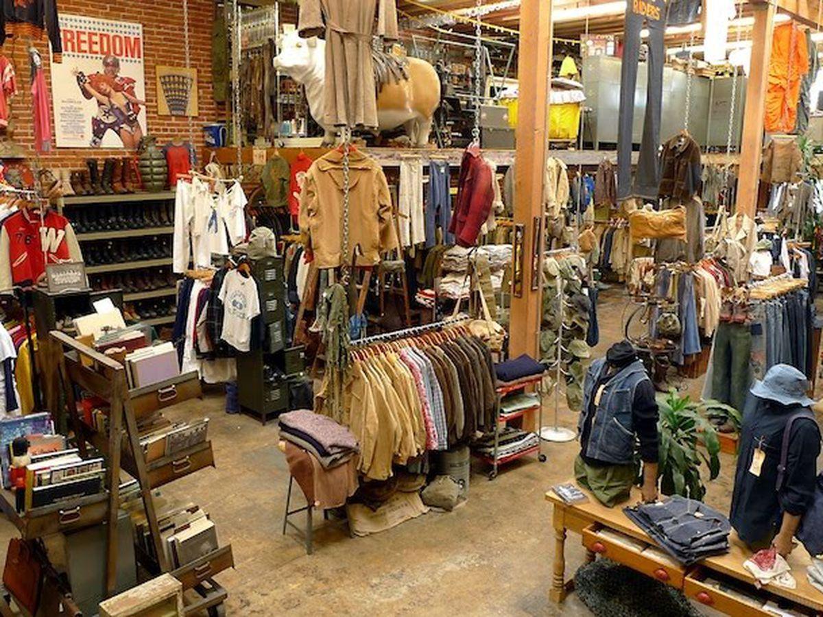 La S Best Vintage Stores And Flea Markets Vintage Shops Vintage Store Store Design Interior