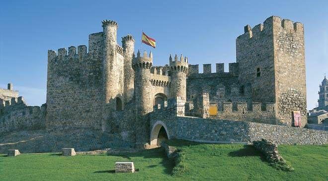 Castillo de Ponferrada. León. Imagen de http://www.xn--espaaescultura-tnb.es/export/sites/cultura/multimedia/galerias/propuestas_culturales/castillo_temple_ponferrada_t2400277.jpg_1306973099.jpg.