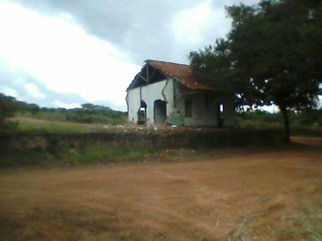 Estação Ferroviária Tabarana - Monte Alto / SP - Descaso para com a história em 2015.