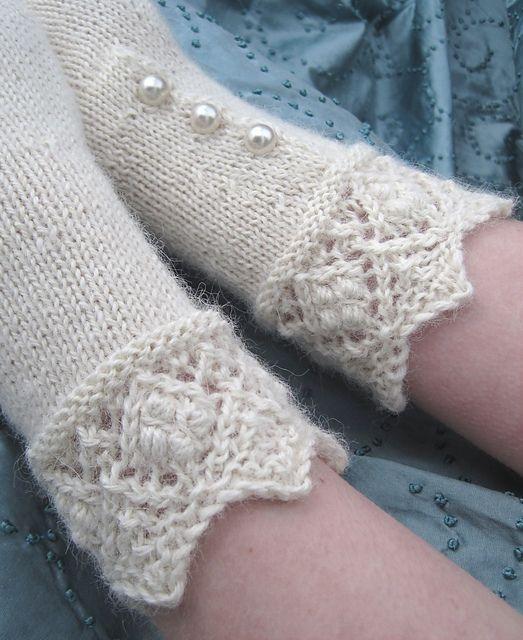 Ravelry: Mary\'s Short Gloves pattern by Dagmar Mora | Chestii de ...