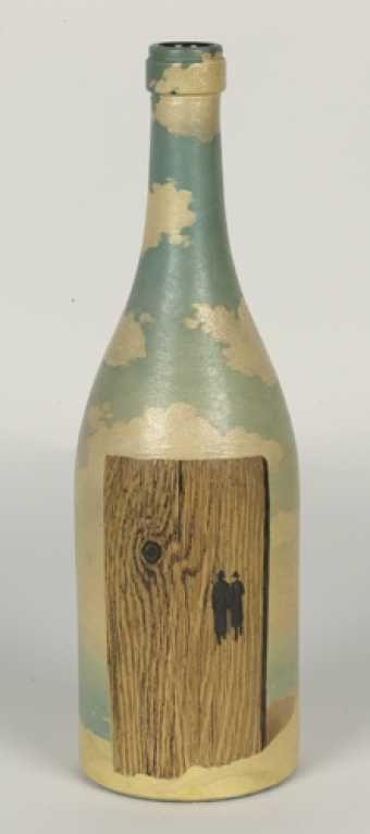 1942 bouteille peinte deux hommes en conversation huile sur bouteille en verre dimensions. Black Bedroom Furniture Sets. Home Design Ideas