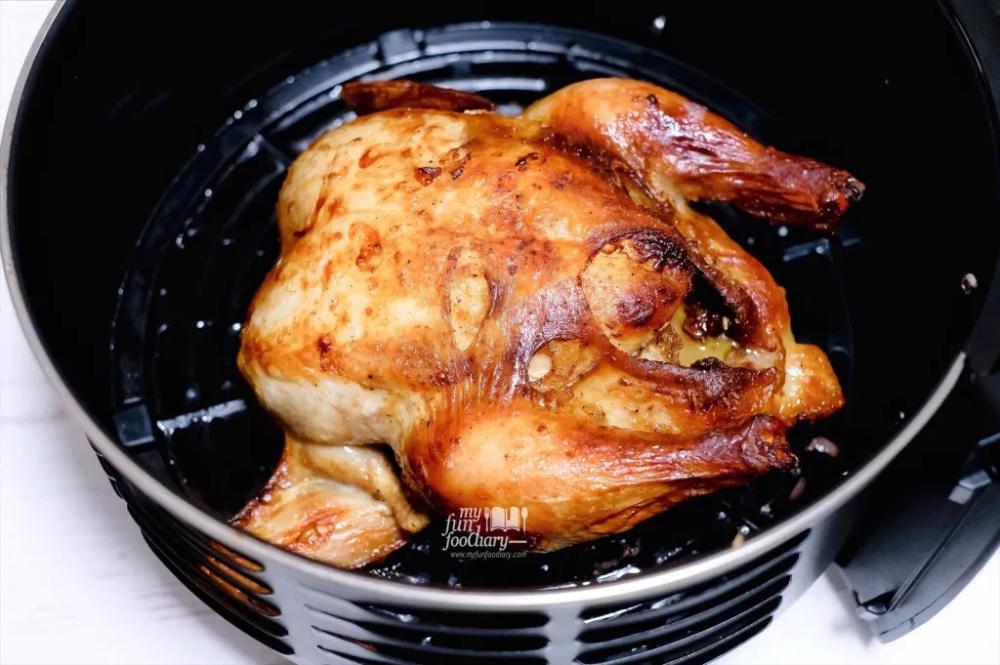 Resep Air Fryer Ayam Panggang Roasted Chicken Di 2020 Ayam Panggang Panggang Resep Ayam Panggang