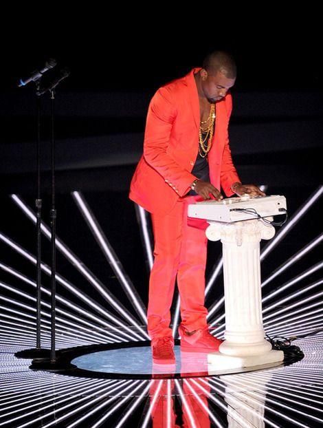 Kanye West And Akai Mpc 3000 961814 Coolspotters Kanye Kanye West Kanye Vma