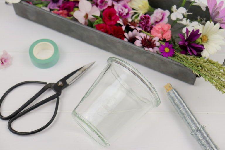 DIY - Windlichter mit Blumen verzieren - sommerliche Dekoidee