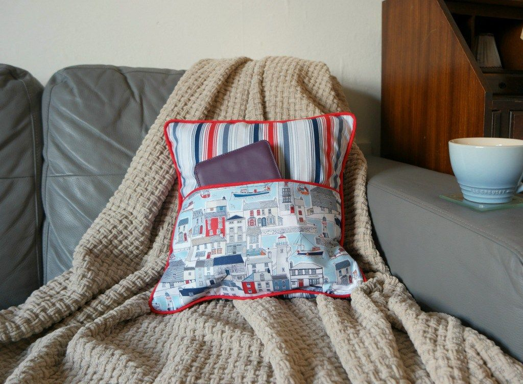 how to sew a cushion with a pocket | Sewing Patterns | Pinterest ...