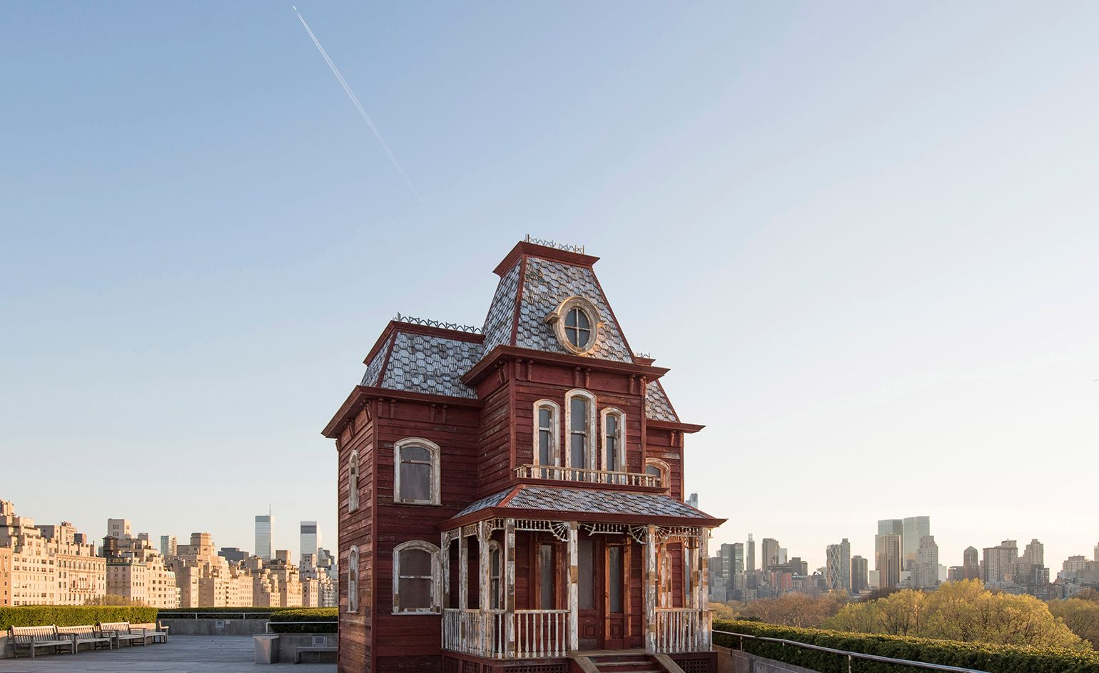 House Proud Cornelia Parker Places A 1920s Inspired House On The Met S Rooftop Rooftop Roofing Spooky House