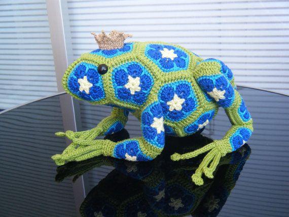 Picture-    Gehaakte vergeetmeniet kikkerprins bestaande door HandmadebyFieke