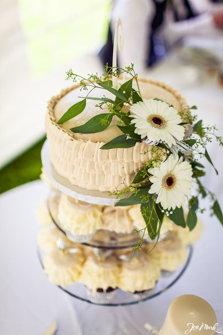 Http Jonmarkphoto Simple Cupcake Tower With Cake Topper Thrifty Foods Wedding Cakes