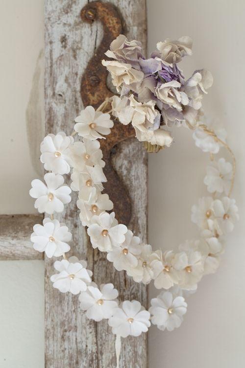 Des couronnes de fleurettes pour f ter le printemps for Couronne shabby chic