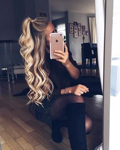 Pinterest//prettymajor11 hairstyle // blonde // long hair // mirror selfie