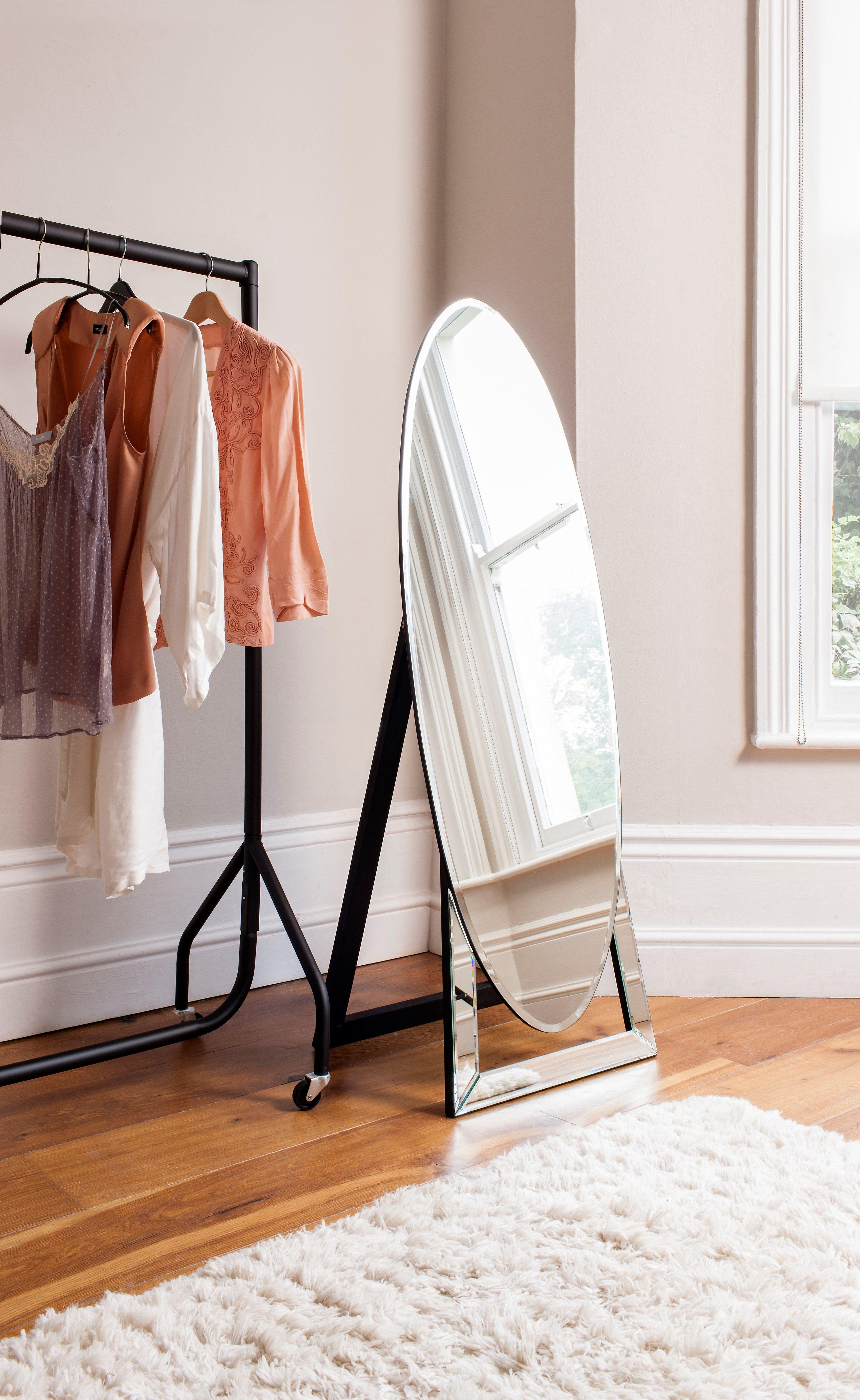 Standspiegel für das Schlafzimmer/ Ankleidezimmer