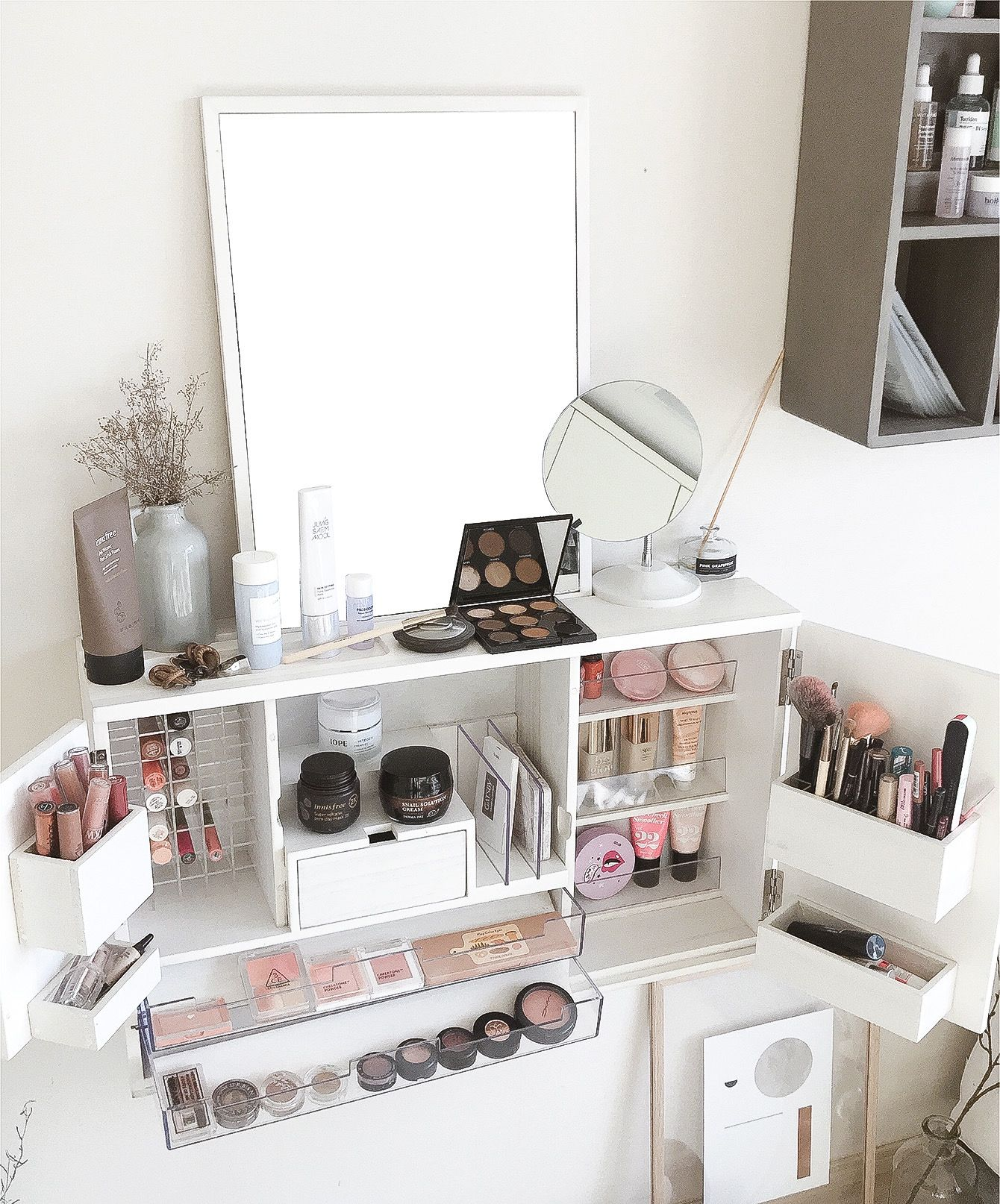 Set Up Your Beauty Station With The Makeup Organizer That Can Be