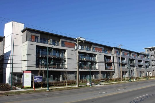 Modern Architecture Isn T Just Attractive To Millennials Seniors Are Also Embracing Contemp Modern House Exterior Modern Architecture Senior Living Facilities