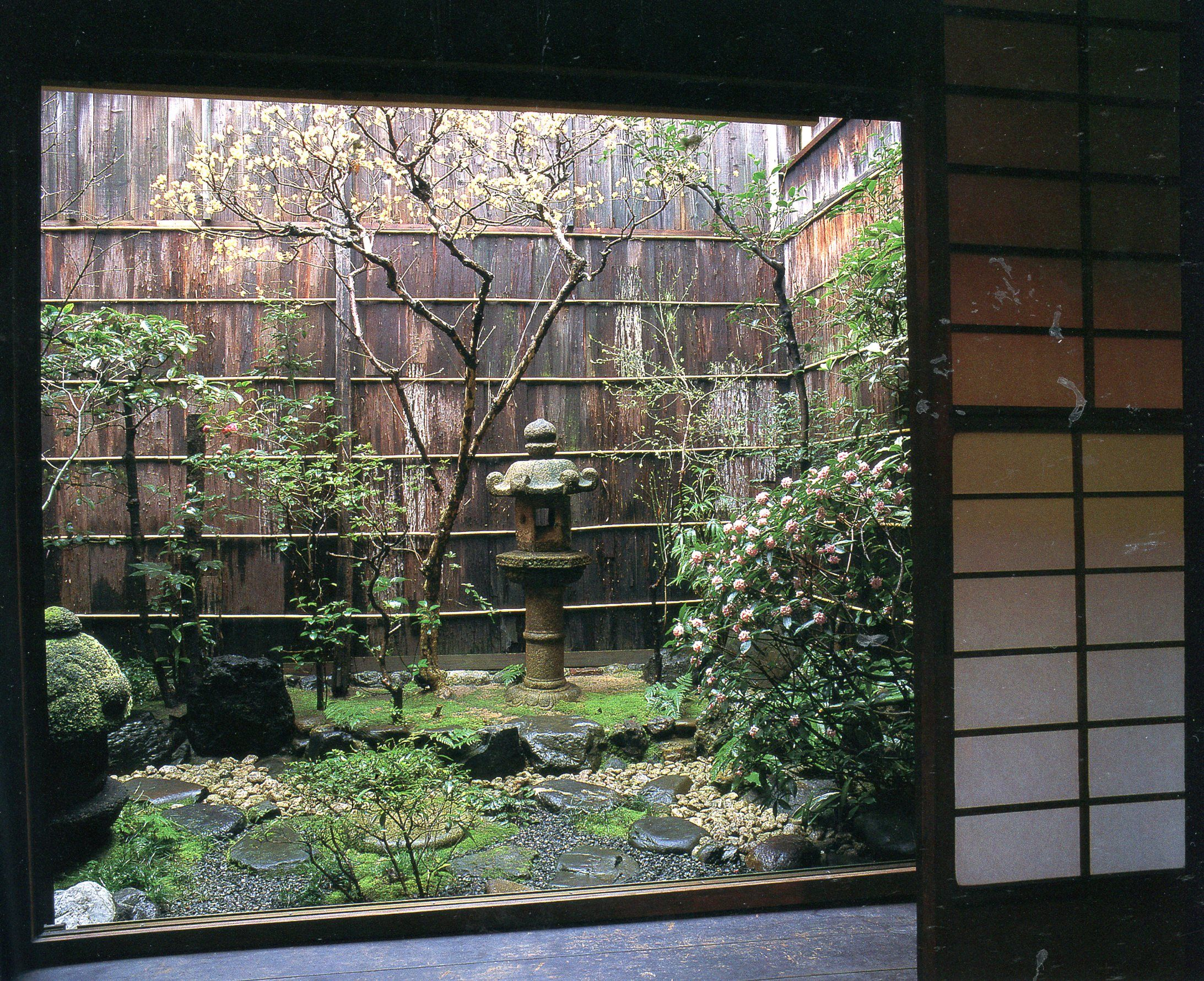 f6cc27d7e9a67bac4036b2e545c1c02d - Landscapes For Small Spaces Japanese Courtyard Gardens