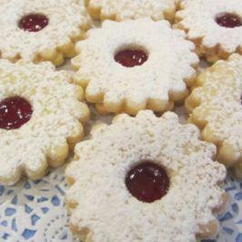 This Easy Linzer Augen Recipe Creates Delicious Jam Filled Sandwich