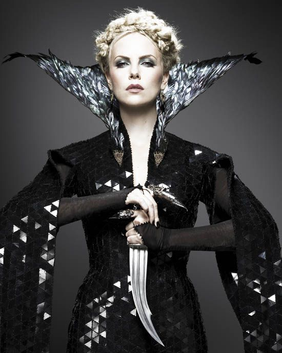 6c8db252088 Evil Queen costume from snow white and the huntsman :) | Actors to ...