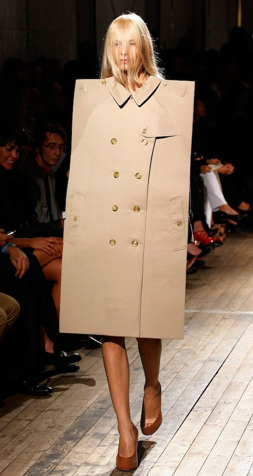 Model walking the catwalk with high fashion clothes. The Fashion Forward Club will organise fashion show events.