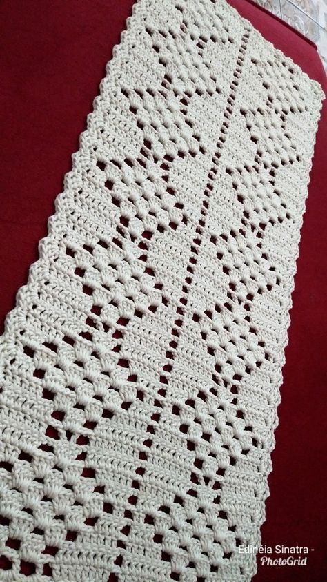 Tapete de barbante em crochê, medindo aproximadamente 1,00 X 0,45 cm ...