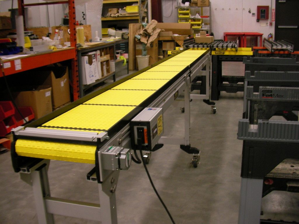 This Indexing Conveyor Guides That Allow For Adjustable