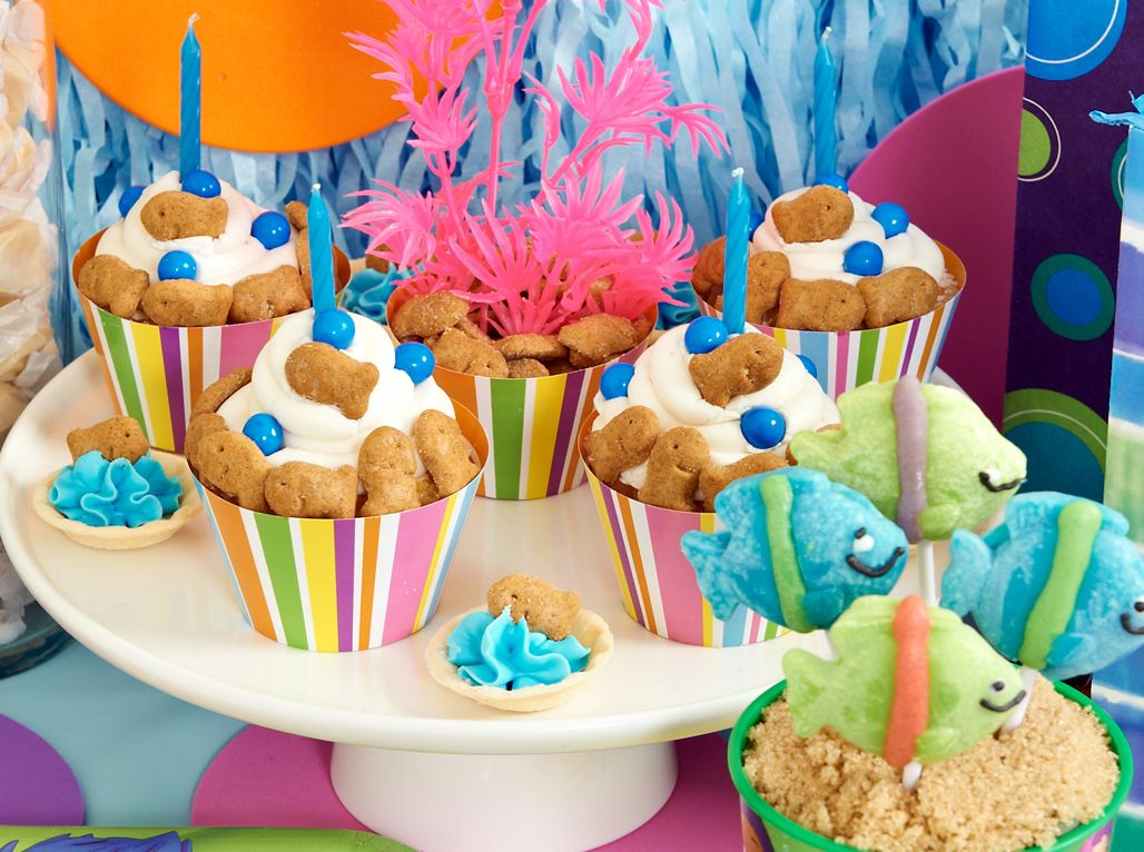 Super cute #BubbleGuppies #cupcakes with Goldfish grahams! #BirthdayExpress