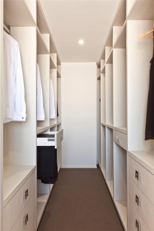 Walk-in Wardrobe Practical Spacing