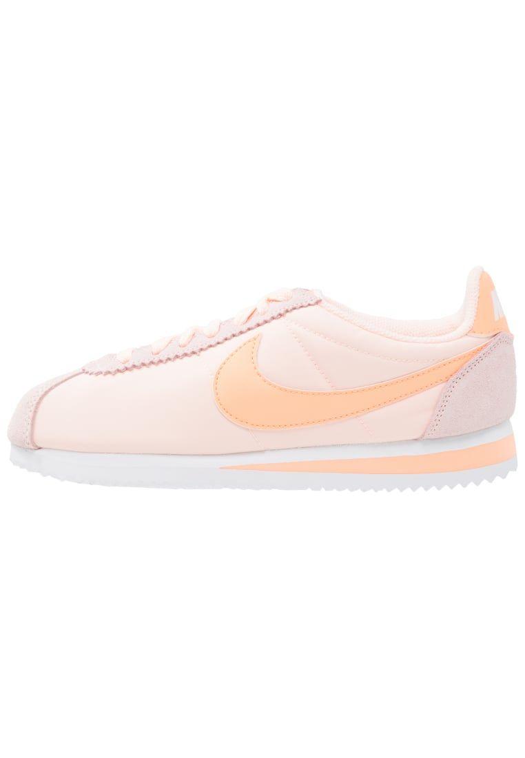 lowest price e40f0 3567d ¡Consigue este tipo de zapatillas básicas de Nike Sportswear ahora! Haz  clic para ver