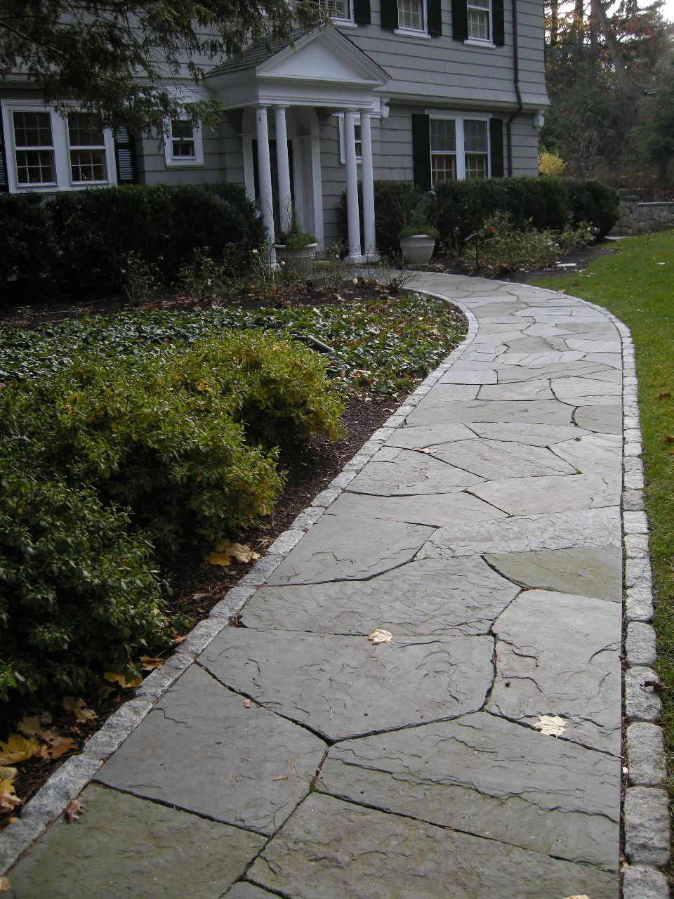 Irregular Bluestone Flagging With Cobble Edge Concord