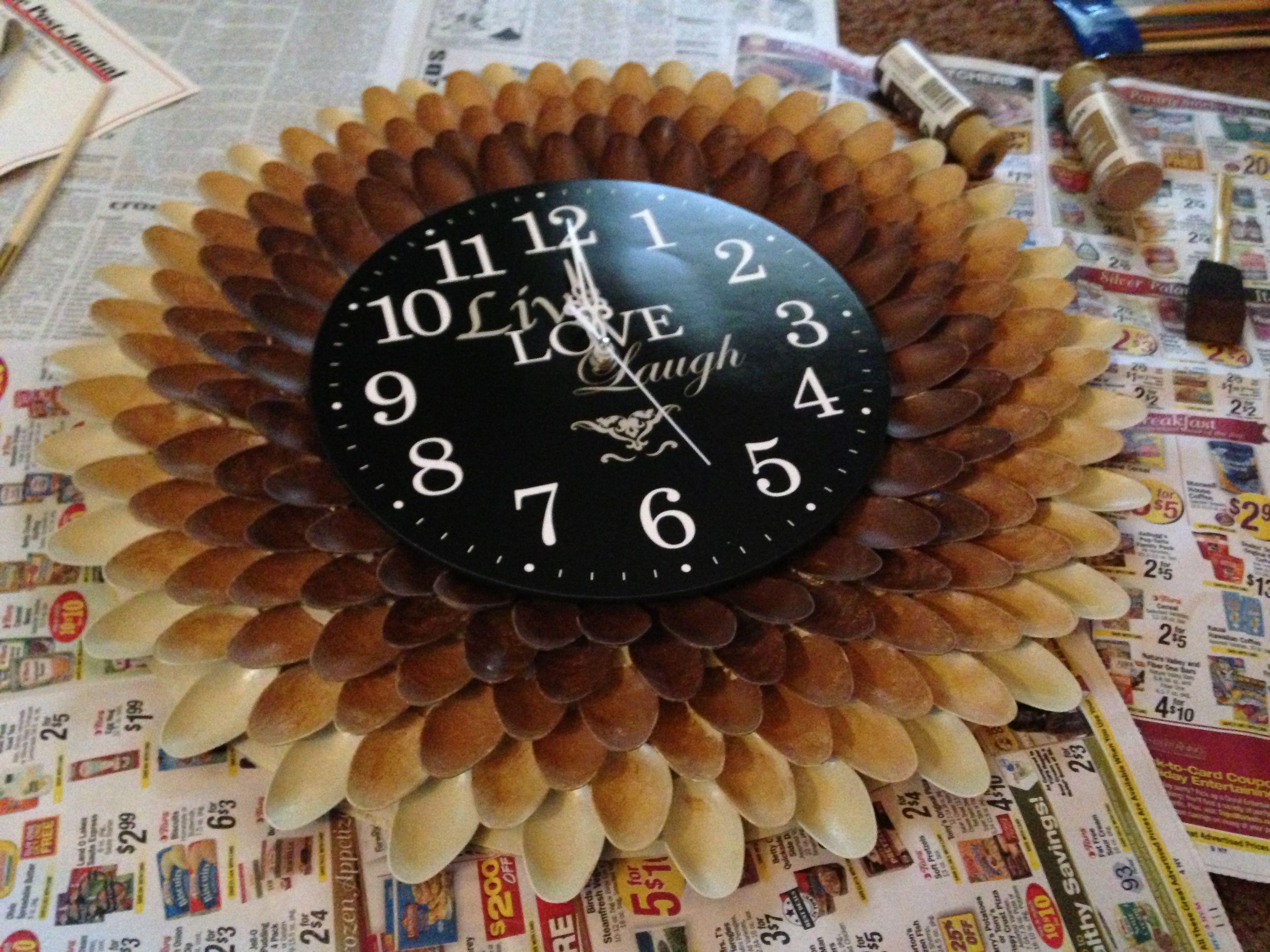 Plastic spoon clock Plastic spoon clock