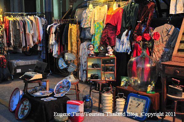 Talat Rot Fai Or Railway Weekend Market In Bangkok A Perfect Venue To Source For Vintage And Collectable Items Bangkok Thai Bangkok Thailand