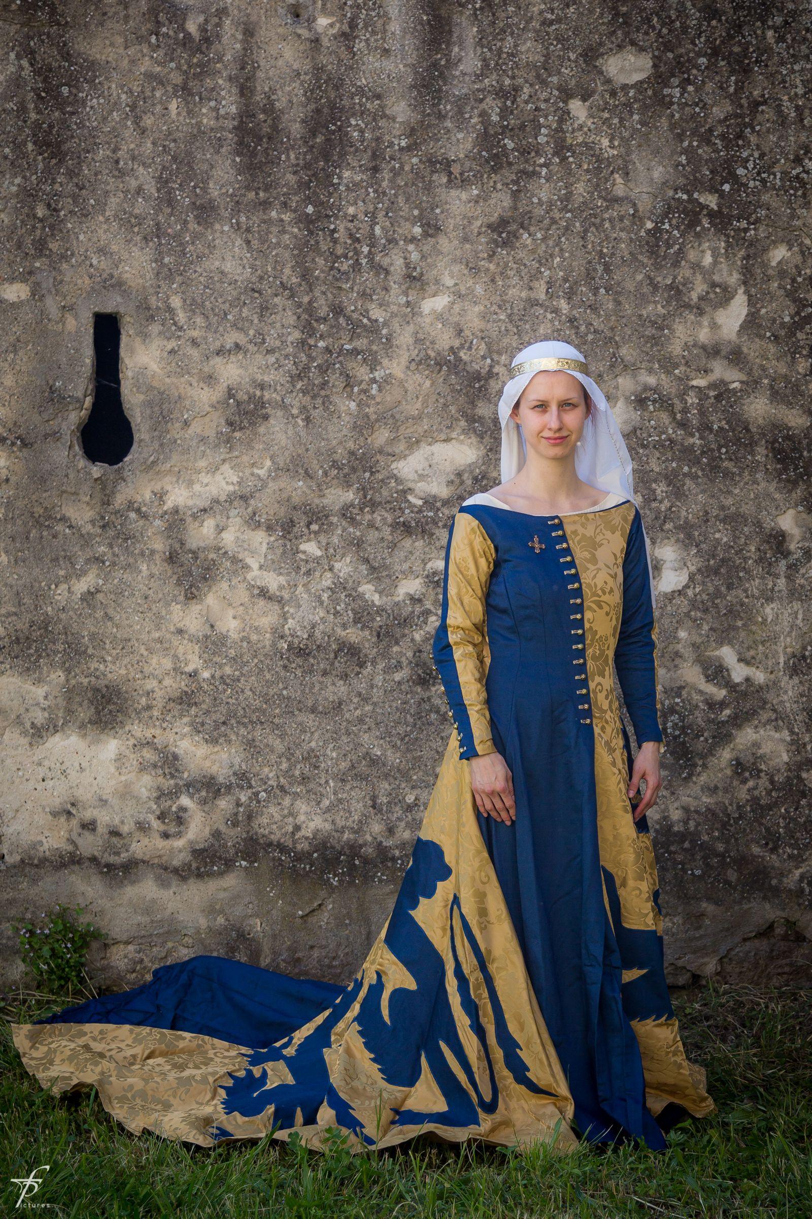 Heraldic cotehardie, 14th century | Medieval life in 2019
