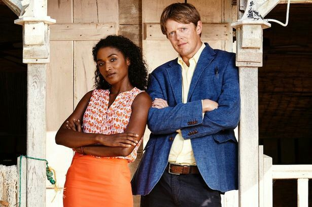 I really love this photo of Camille (Sara Martins) and Humphrey (Kris Marshall)! ♡♡ They are both absolutely amazing! ♡♡