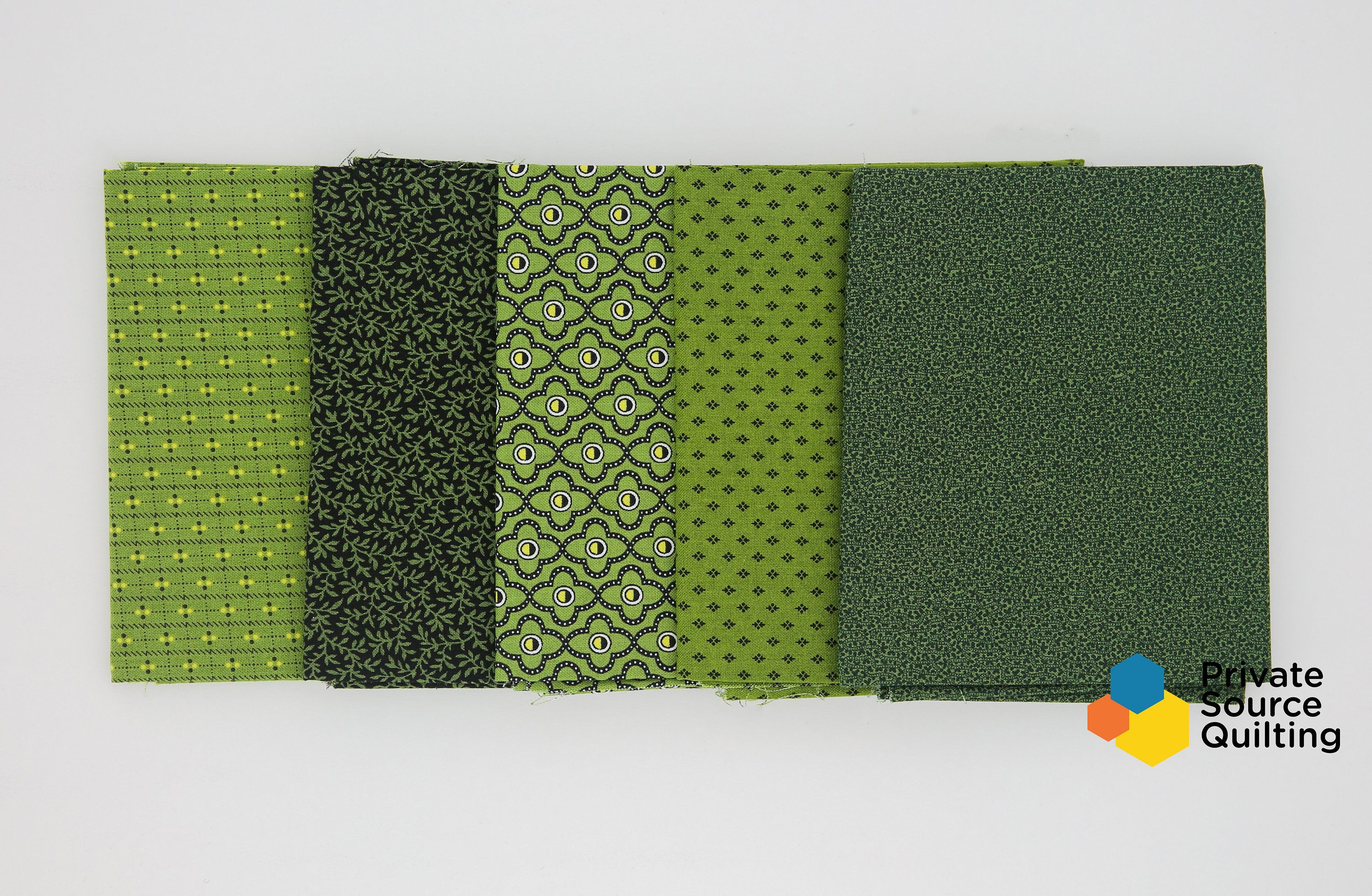Quilting Fabric Green /& Blue Hatching or Weaving Design Fat Quarters 100/% Cotton