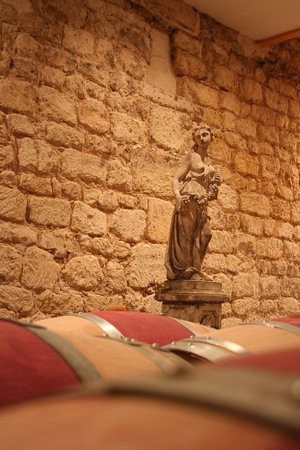 Chai du Château Malleret au Pian-Médoc - Un regard bienveillant sur les barriques !