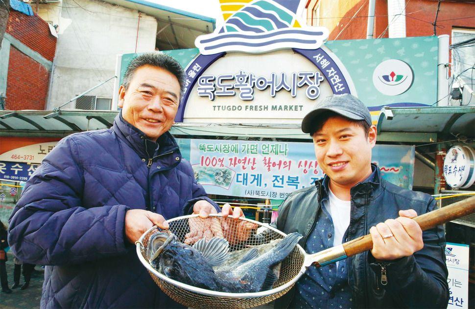 성동구·지역 청년 시장 살리기, 활어 공급 운반선 확보가 과제: FRESH LIVE FISHES ! SASHIMI ! YUM !