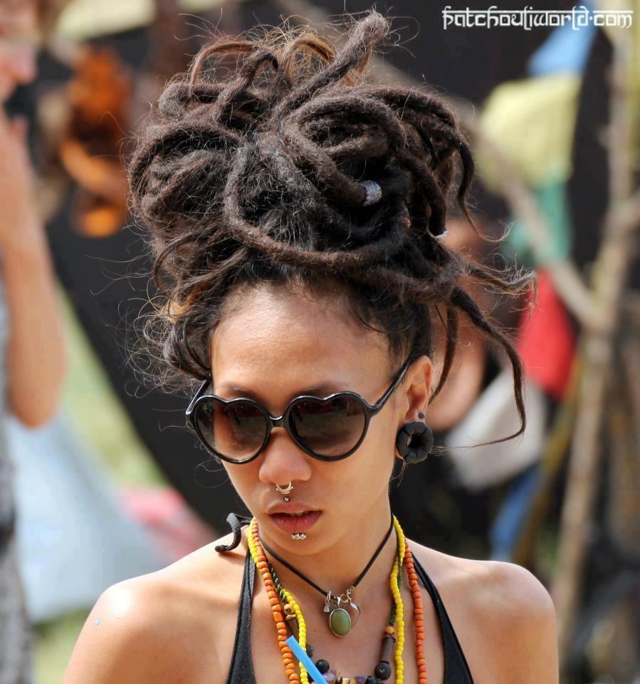 Viele Hippies Frisur Ideen Fur Manner Und Frauen Hippie Frisuren Fur In 2020 Pretty Dreads Hair Inspiration Cool Hairstyles