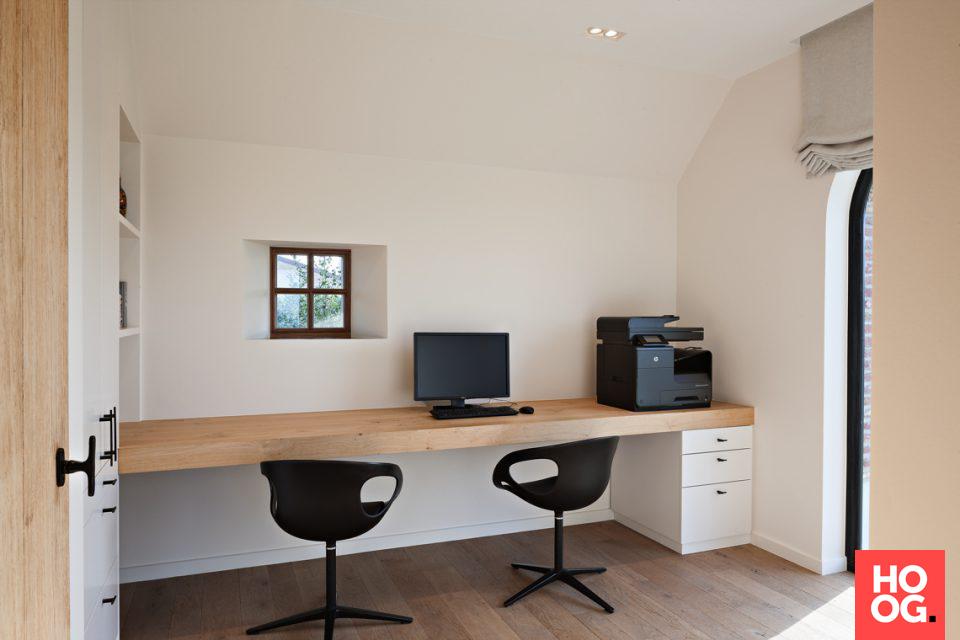 Werkkamer met design stoelen intérieur bureau