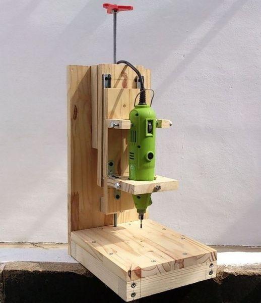Elektrikli matkaptan sondaj makinesi. Kendi elinizle bir ev tipi matkap için kılavuz oluşturma #homemadetools