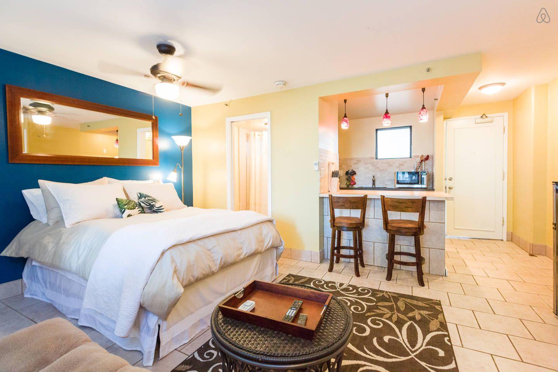 Waikiki Studio Steps to Beach/Zoo - vacation rental in ...