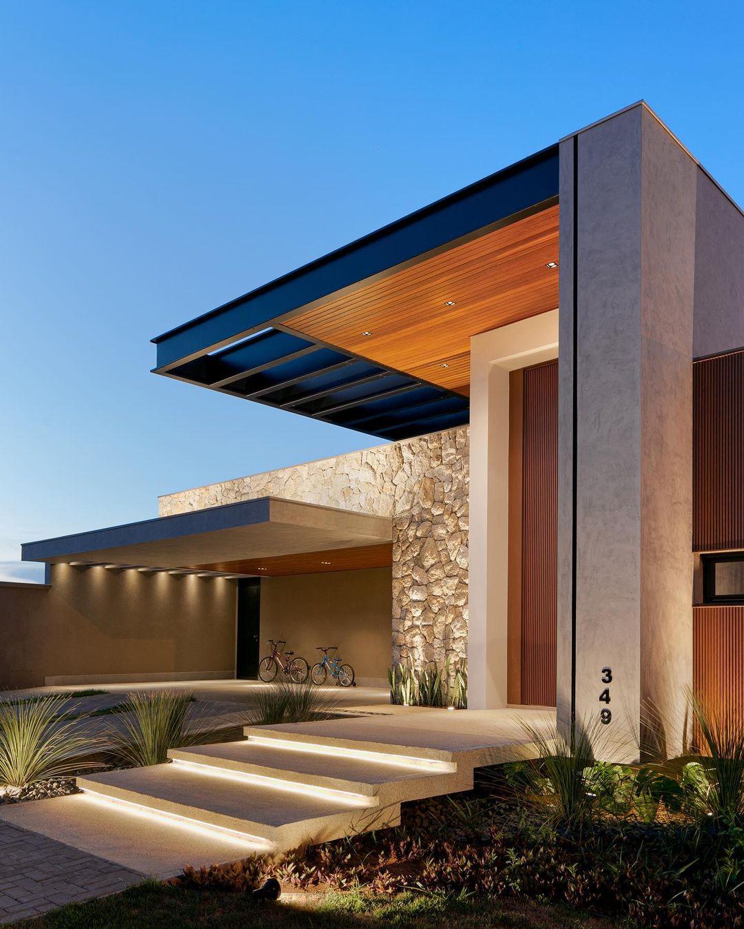 Fachada de casa térrea e contemporânea com madeira, metal, concreto e pedra!