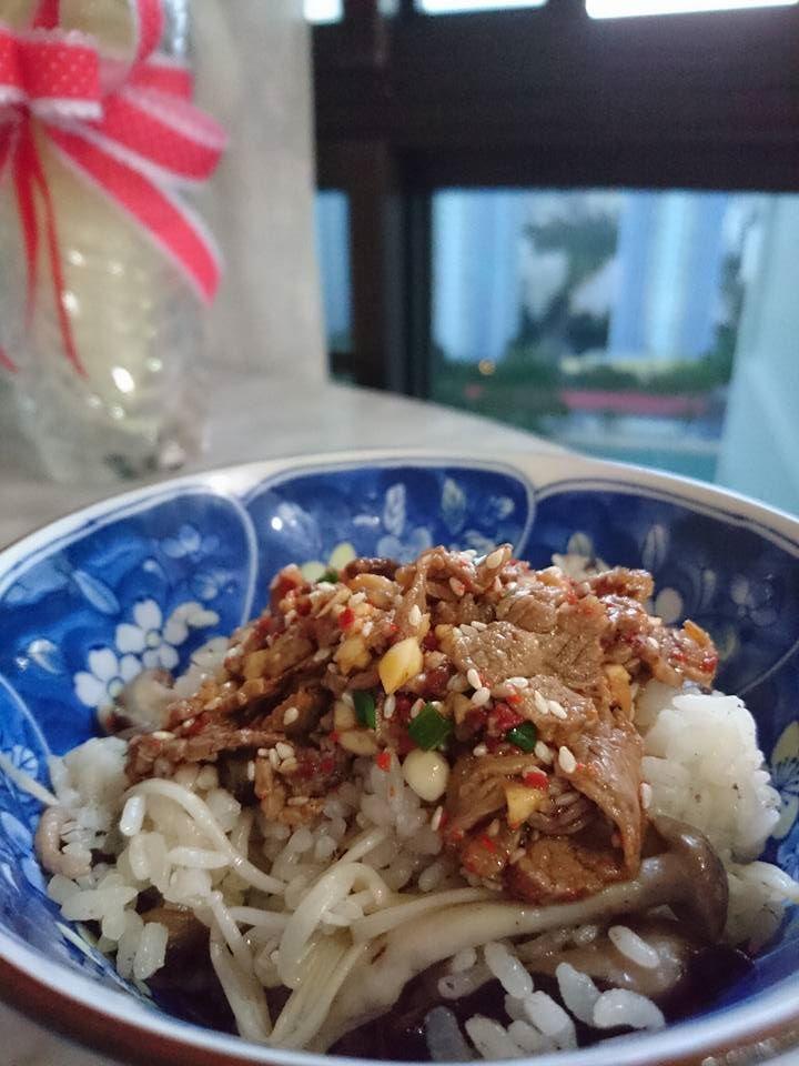 [18.02.16] Mushroom rice with Beef topping 소고기 버섯 솥밥  Serving it