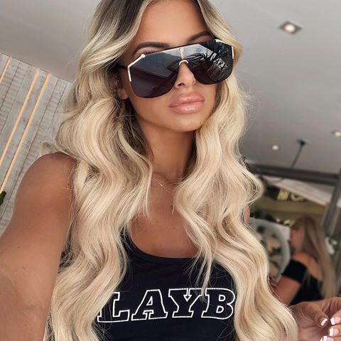 "Bosssssy ???????? wearing @beauty_worksonline 22"" Double Hair Set clip-in extensions shade 'champagne blonde' waved with the Professional Styler wand. use code ELLIE10 for money off #beautyworks #ad #champagneblondehair"