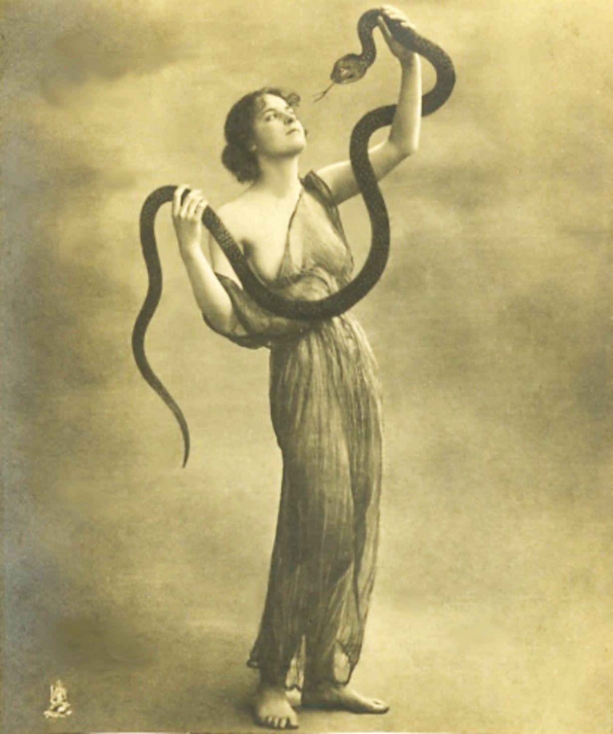 Pin en Lilith Le serpent the bad Ève Von Stuck et ses