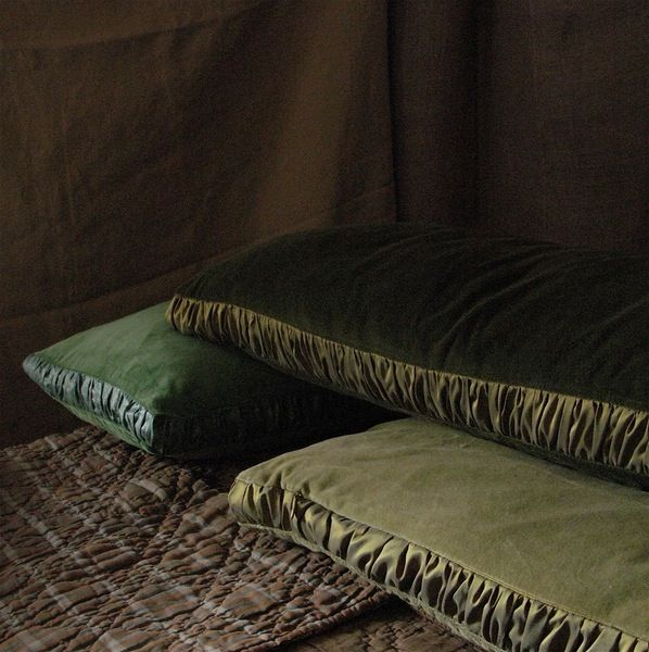 Image of BOXED GREEN VELVETS WITH RUCHING