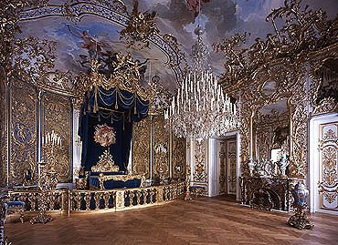 King Ludwig S Bedroom Schloss Linderhof Bavaria King Ludwig Was Born August 25 1845 Repinned By Www Linderhof Palace Castles Interior Neuschwanstein Castle