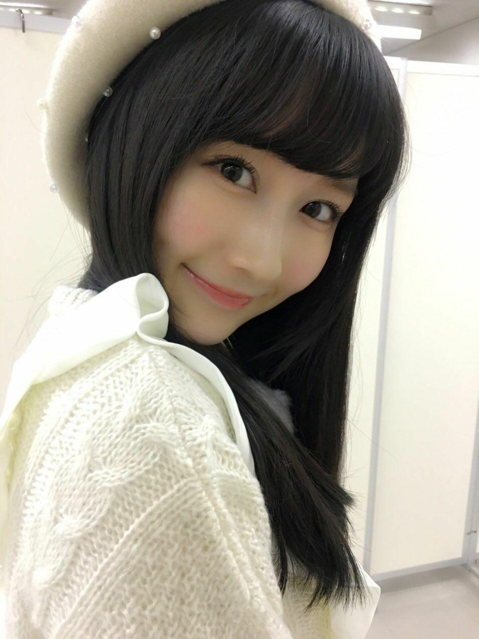 白でまとめた矢倉楓子