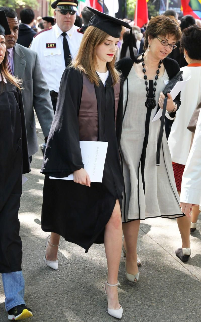 Black dress under graduation gown - How To Dress For Your Graduation
