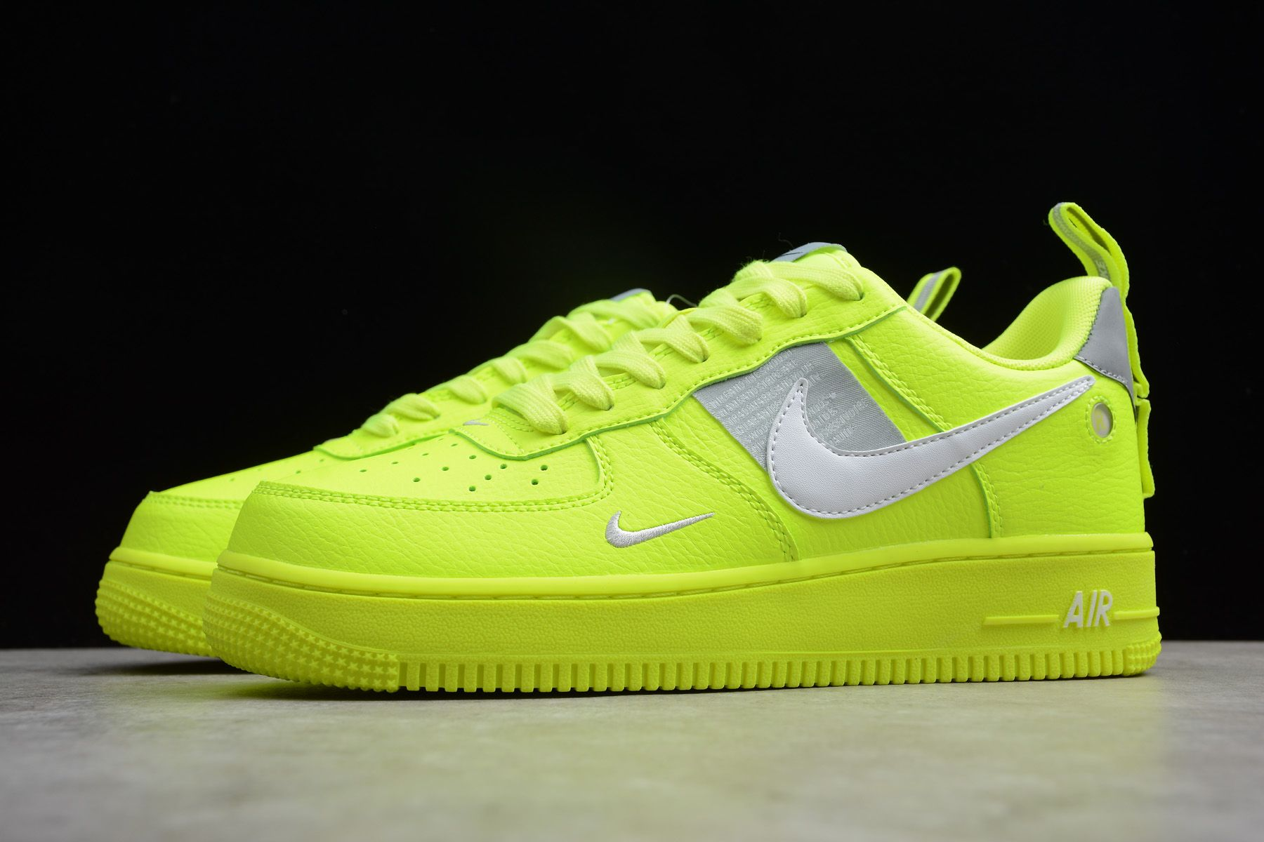 Nike Air Force 1 '07 LV8 Utility Volt AJ7747 700 in 2020