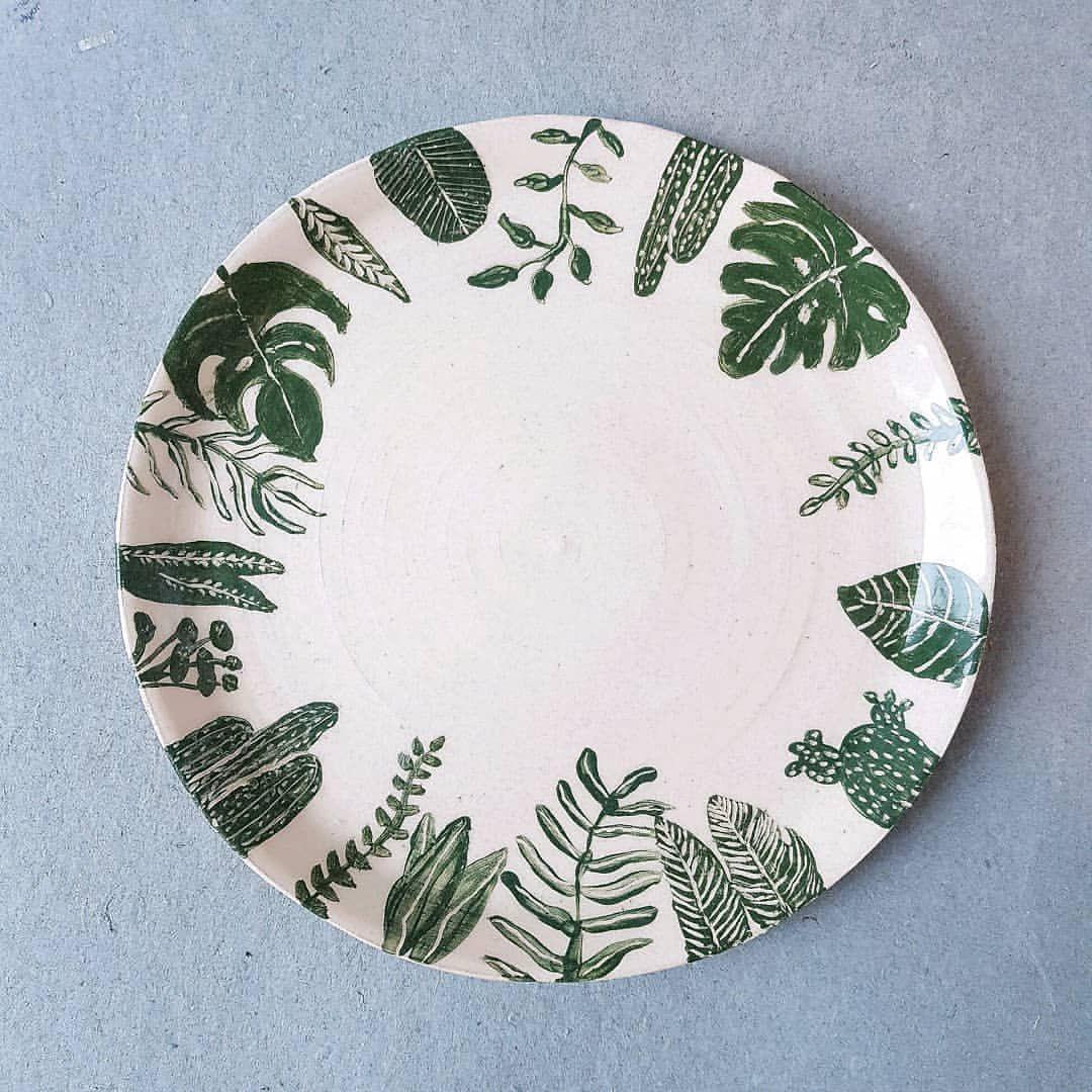 Handmålat fat med ett av mina favoritmotiv - växter