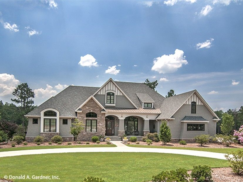 French country house plan with 3047 square feet and 4 for Big ranch house plans